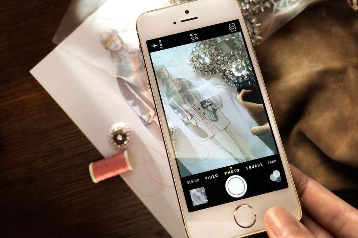 Burberry present SS14 show with iPhone5s