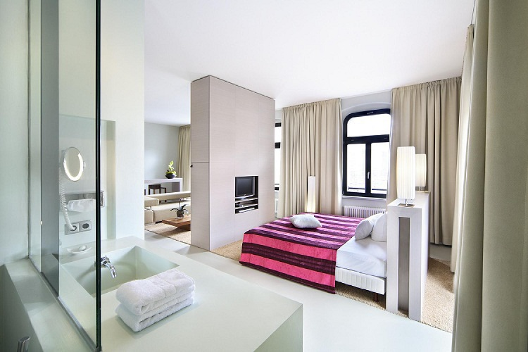 Lux 11 Executive Suite-001