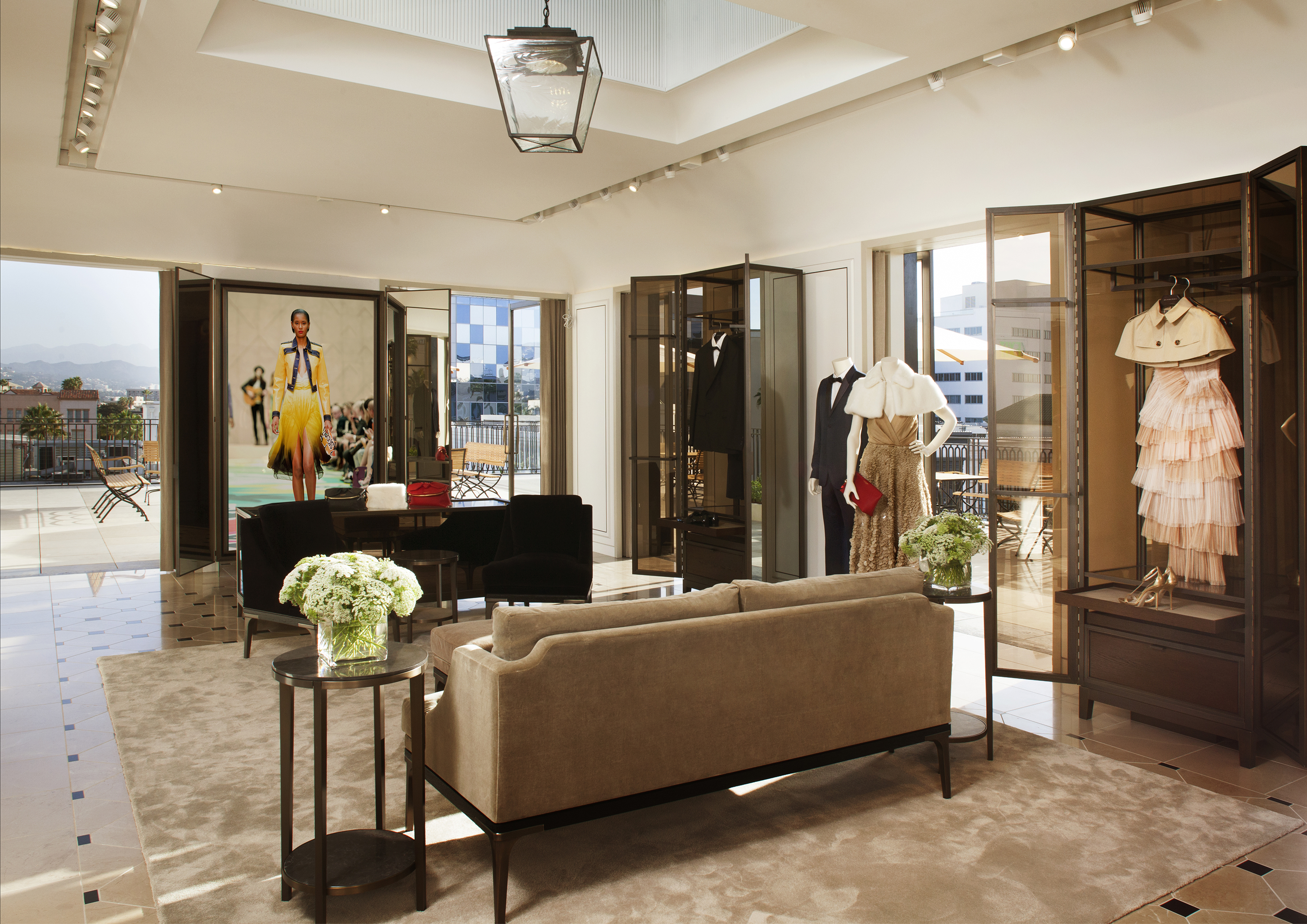 Bringing London To The Heart Of Los Angeles Burberry S New Flagship Store On Rodeo Drive