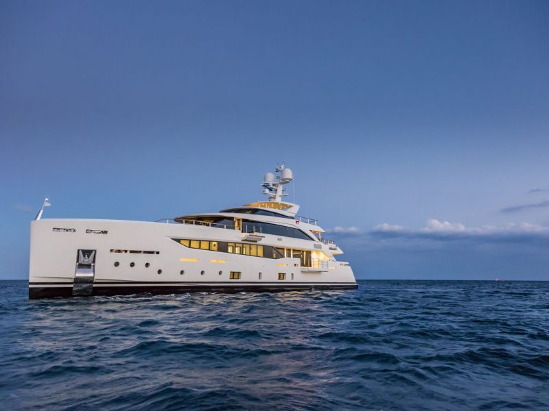 Mondomarine-SF40-Serenity-Superyacht-Exterior-Legatto-Lifestyle-1