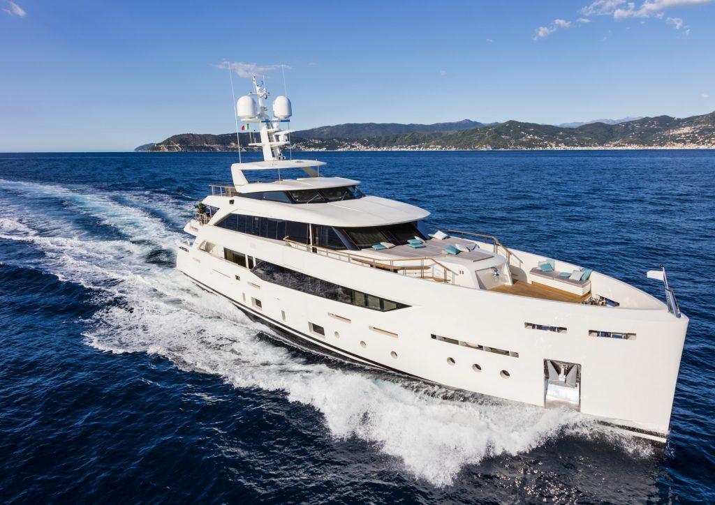 Mondomarine-SF40-Serenity-Superyacht-Exterior-Legatto-Lifestyle-5