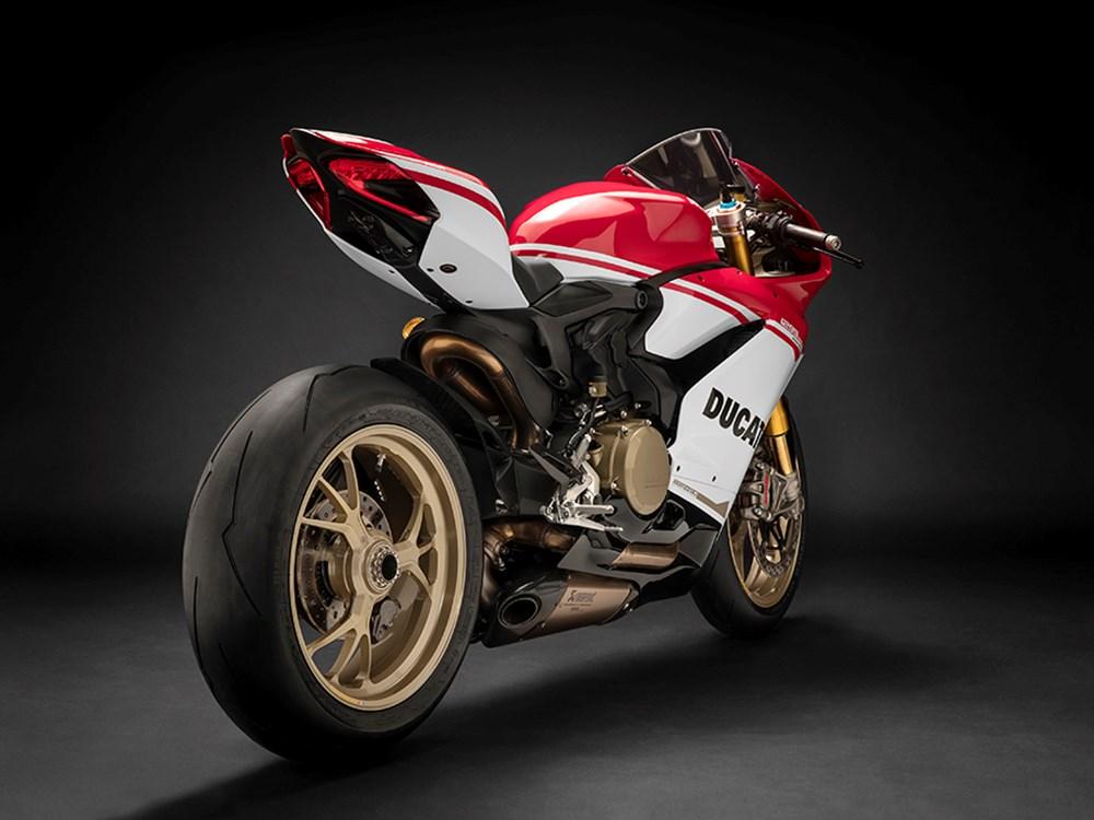 Ducati-1299-Panigale-S-Anniversario-Legatto-Lifestyle-2